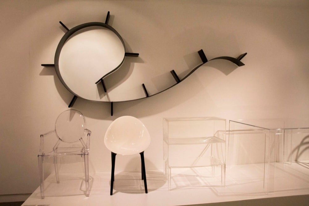 Kartell mobili e complementi storici in mostra icon for Mobili kartell
