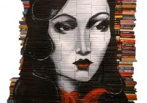 Le opere d'arte di Mike Stilkey dipinte su libri riciclati
