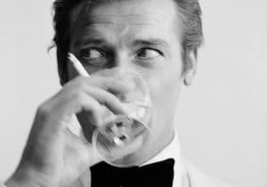 Lo smoking secondo James Bond