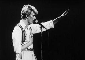 Moda uomo: David Bowie e il suo guardaroba. Una mostra celebra l'icona