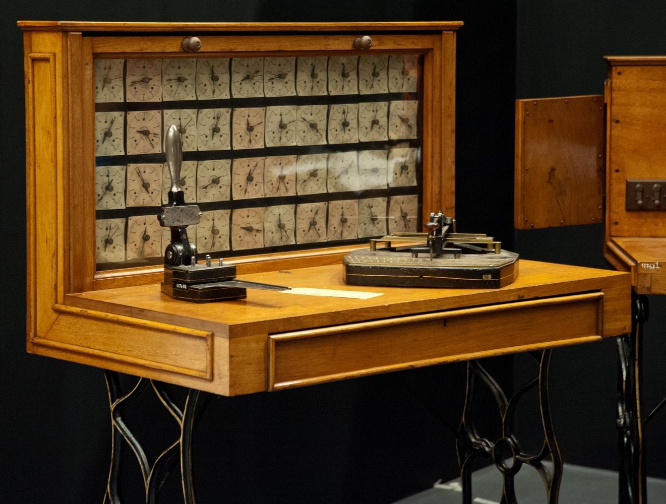 Ensemble des 35 volumes de l'Encyclopédie Bibliothèque municipale de Lyon. Crédit: Olivier Garcin, Musée des Confluences, Lyon