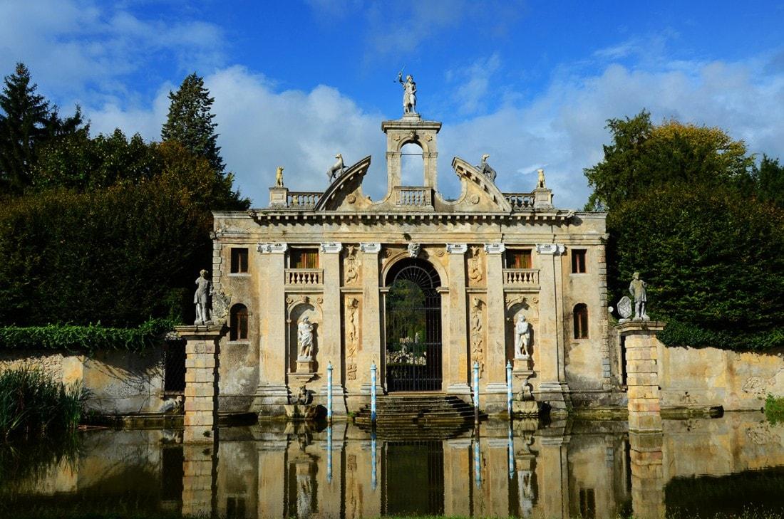 Il Portale di Diana è l'ingresso di Valsanzibio, la villa dei Barbarigo che vanta uno dei giardini più belli e ameni d'Italia