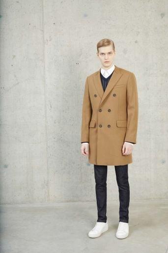 cappotto cammello e camicia uomo