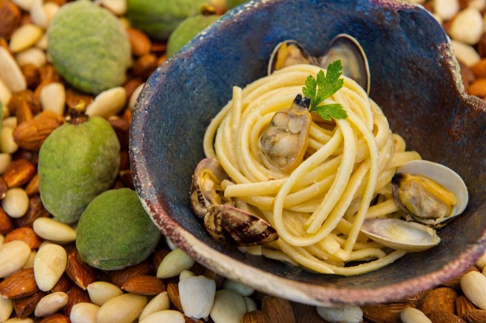 linguine-vongole-mandorle-signum-ristorante-salina