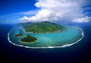 Surf, i 3 posti più selvaggi al mondo dove praticarlo