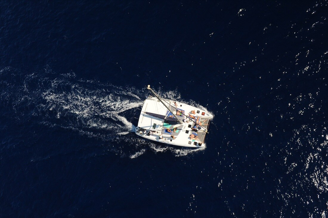 catamarano-santorini
