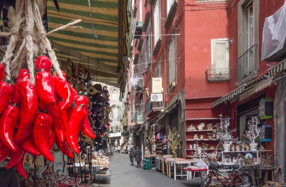 Napoli mercato di strada di San Gregorio Armeno