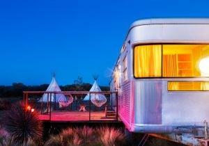 Texas, El Cosmico: un nomadic hotel per dormire nel deserto