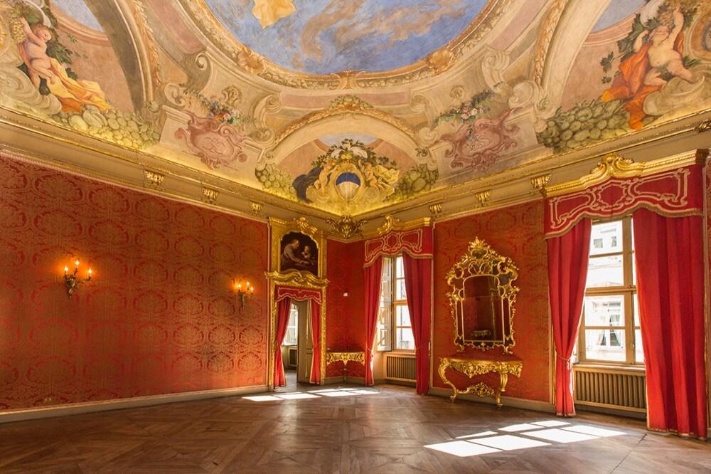 Red room_dama