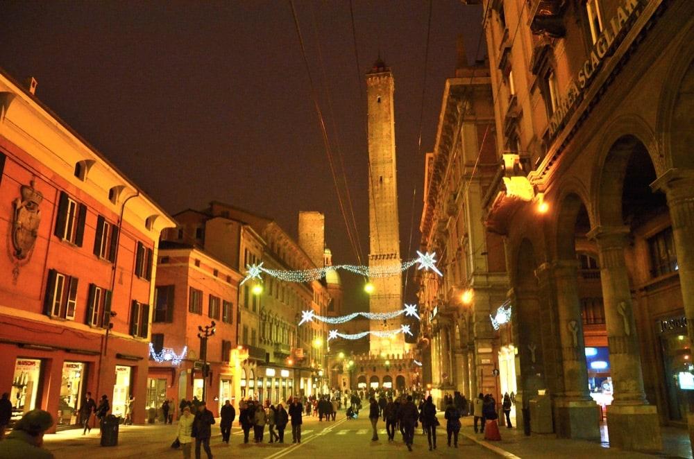 Centro di Bologna a Natale via Rizzoli