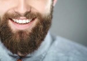 Gli oli per curare la barba dell'uomo