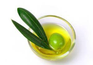 Olio d'oliva come idratante e anti-età: le cose da sapere