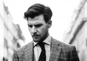 Beauty maschile: tendenza gentleman inglese tra capelli e accessori
