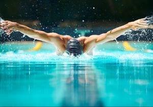 Capelli uomo: i prodotti per chi pratica sport in acqua