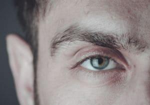 Occhiaie: come curarle (o nasconderle) con consigli e prodotti giusti