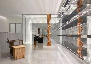 Celine apre a Milano la sua prima boutique ridisegnata da Hedi Slimane