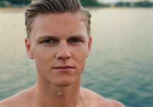 Pulizia viso uomo: prodotti e consigli per la pelle mista