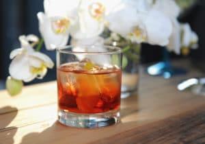 """Negroni, il cocktail """"del Conte"""": come se ne fa uno buono"""