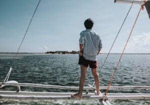 Fresche, versatili, passe-partout: 12 camicie in lino da comprare e usare per superare l'estate
