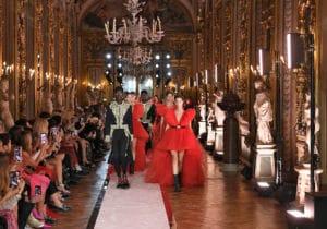 Giambattista Valli X H&M: la nuova collezione sfila a Roma