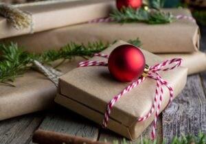 Regalare un profumo a un uomo: come scegliere la fragranza giusta per Natale
