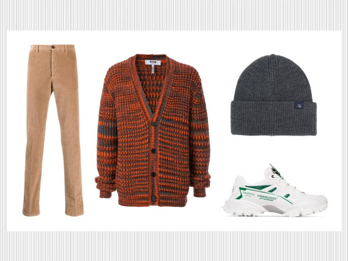 Pantaloni chino, dolcevita e Chelsea boots