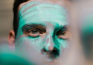 La maschera viso per l'uomo: quale scegliere e perché