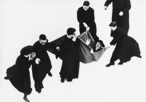 Una mostra a Senigallia celebra Mario Giacomelli, maestro della fotografia