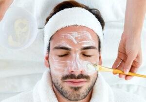 Maschere per il viso: i migliori prodotti per l'uomo da provare adesso
